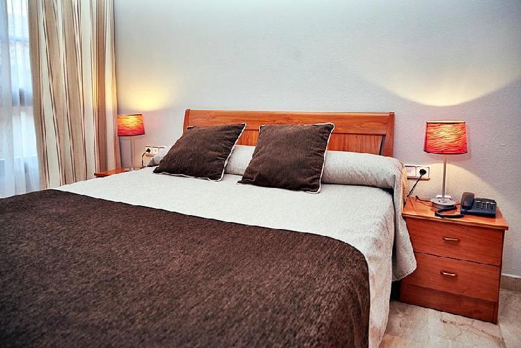 Apartamentos los girasoles zaragoza for Luxury hotel zaragoza