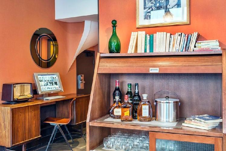 Hotel Boris V  Rue Louise Michel