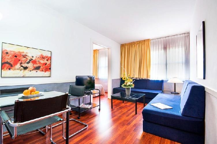 hotel apartamentos descartes barcelona