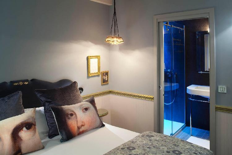 hotel les plumes paris. Black Bedroom Furniture Sets. Home Design Ideas