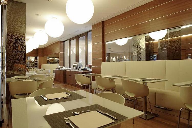 Espressohotel bologna centrale bolonia for Hotel design 4 viale masini bologna