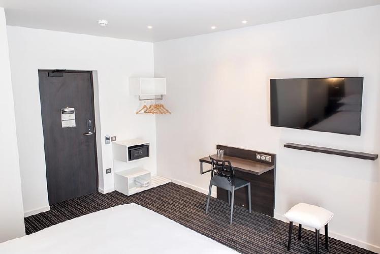 hotel 64 nice nice. Black Bedroom Furniture Sets. Home Design Ideas