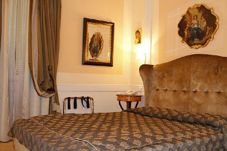 Boutique hotel trevi rome for Boutique hotel trevi
