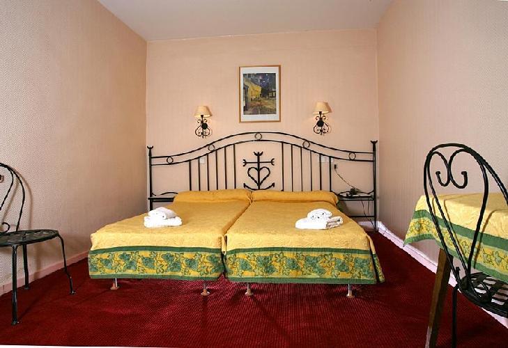 hotel hostellerie de la source arles. Black Bedroom Furniture Sets. Home Design Ideas