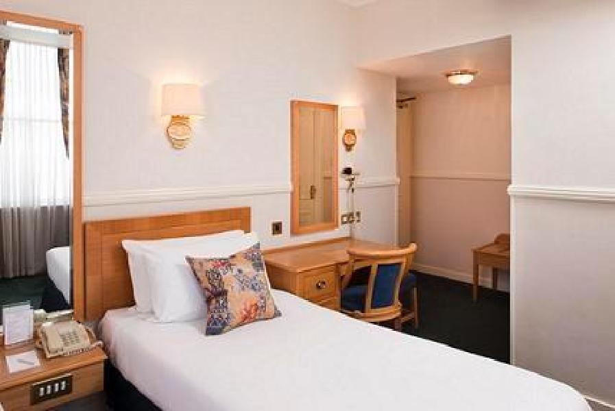 Hotel berjaya eden park london londres for 35 39 inverness terrace bayswater